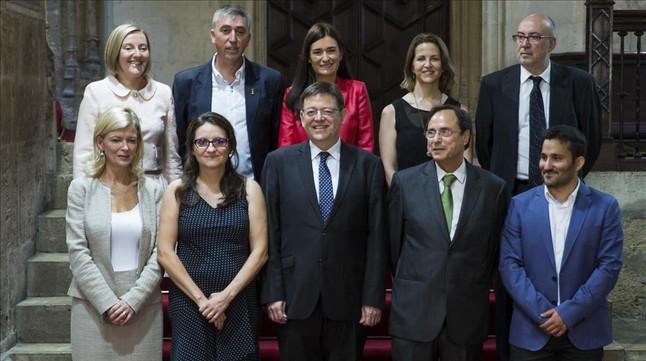 Foto de familia del Ejecutivo valenciano, este martes, en el Palau de la Generalitat.