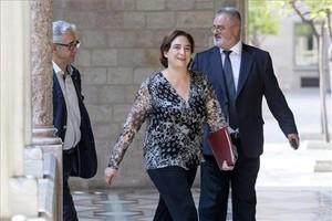 Ada Colau, durante la cumbre en la Generalitat sobre la nueva ley de desahucios.