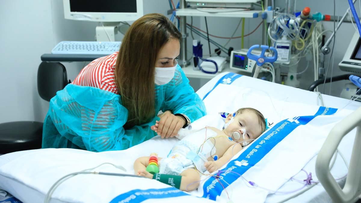 El hospital Vall dHebron trasplanta con éxito un hígado para dos niñas.