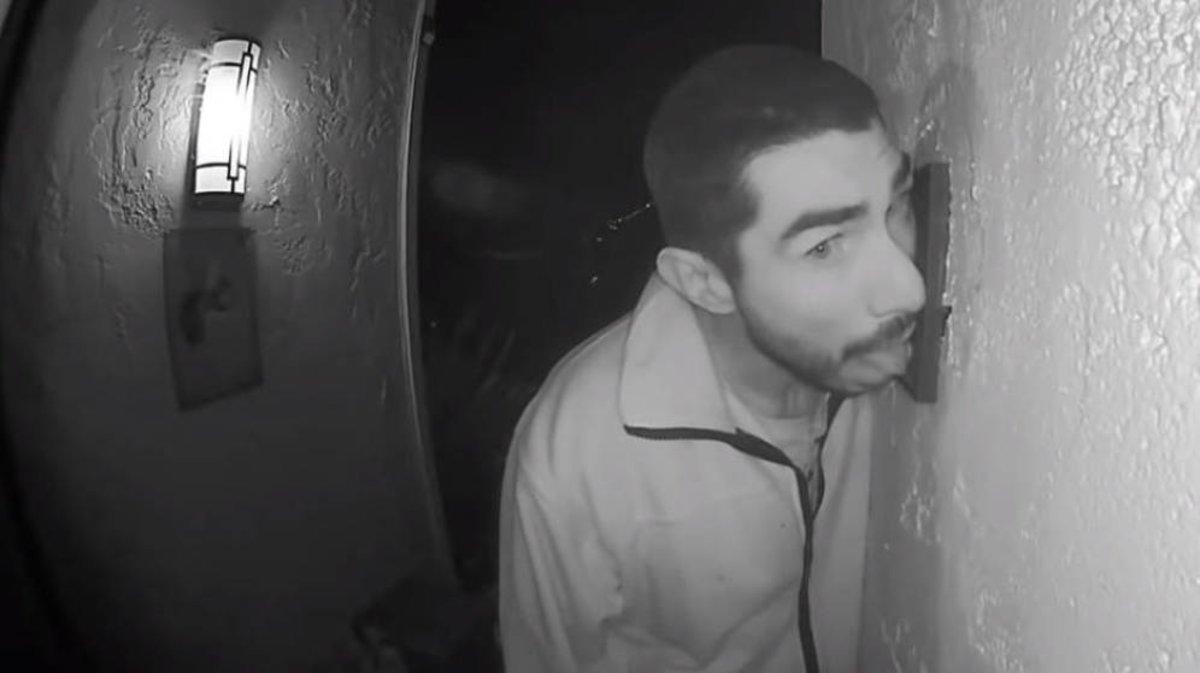 Roberto Arroyo, el hombre que chupó durante tres horas el interfono de una vivienda en California.