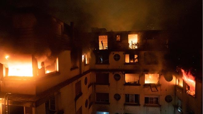 Almenys 10 morts en un incendi provocat en un bloc de vivendes de París