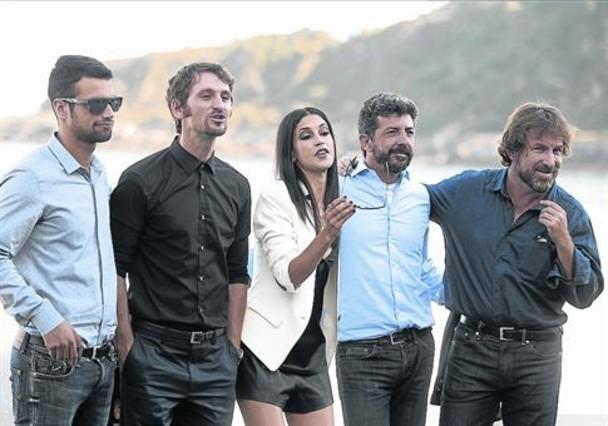 Jesús Castro, Alberto Rodríguez, Nerea Barros, Raúl Arévalo y Antonio de la Torre, ayer en San Sebastián.