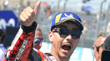 Lorenzo y Dovizioso tratan de asustar a Márquez