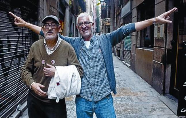 Juan Mediavilla y Miguel Gallardo (derecha), ayer en el barrio de la Mercè, que como el de la Ribera inspiraron las correrías de Makoki.