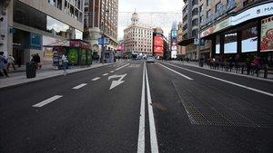 La Gran Vía a la altura de la Plaza de Callao, vacía.