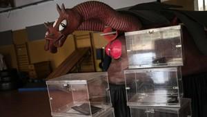 Las urnas acumuladas y preparadas para las votación que tendrá lugar mañana en Catalunya.