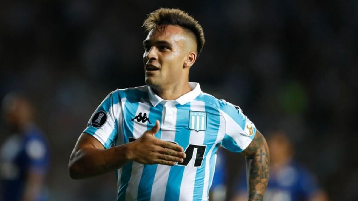 Lautaro Martínez celebrando un gol con el Racing de Avellaneda. Foto: EFE