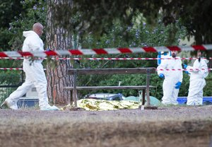 Rome (Italy), 07/08/2019.- Forensic experts investigate the site next to the covered remains of Fabrizio Piscitelli (C), known as 'Diabolik', the leader of Lazio Ultras football hooligan group, at the Aqueduct park in Rome, Italy, 07 August 2019 (issued 08 August 2019). According to initial information, Fabrizio Piscitelli has been shot dead by a single shot fired from close range to the head. (Incendio, Italia, Roma) EFE/EPA/RAFFAELE VERDERESE