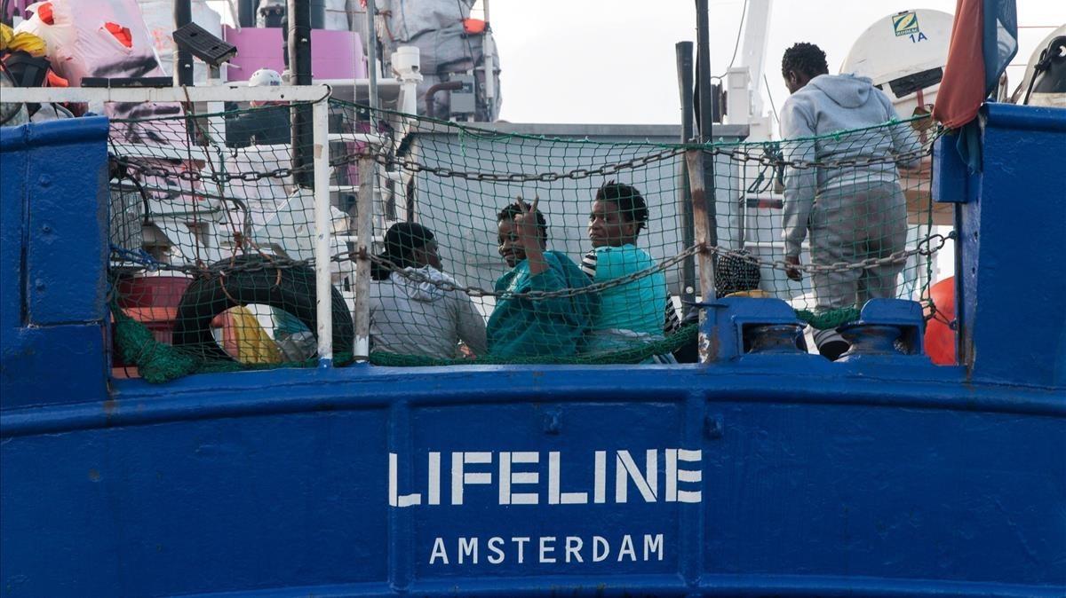 El Lifeline en alta mar.