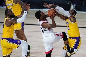 Lowry i els Raptors ensenyen múscul davant uns Lakers discrets