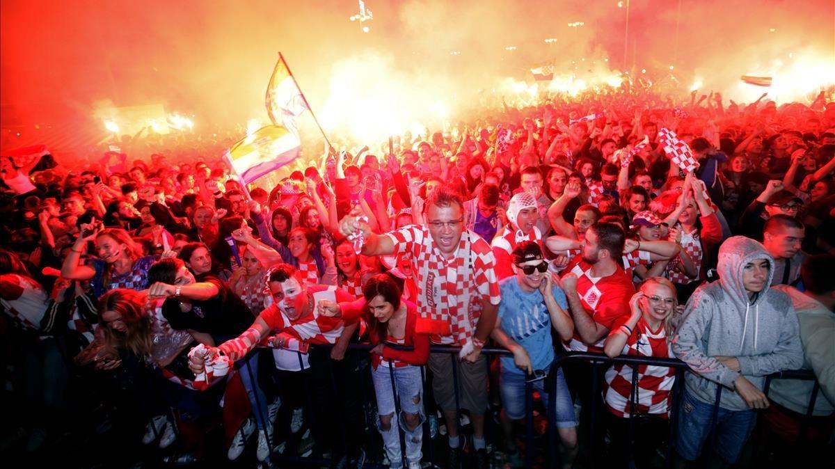 Los aficionados croatas celebrando el pase a la final del Mundial.