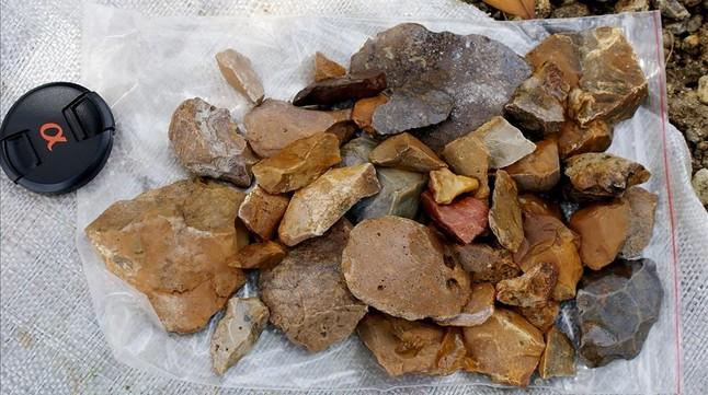 Piedras talladas con una antigüedad mínima de 118.00 años halladas en cuatro yacimientos del sur de Célebes, en Indonesia.