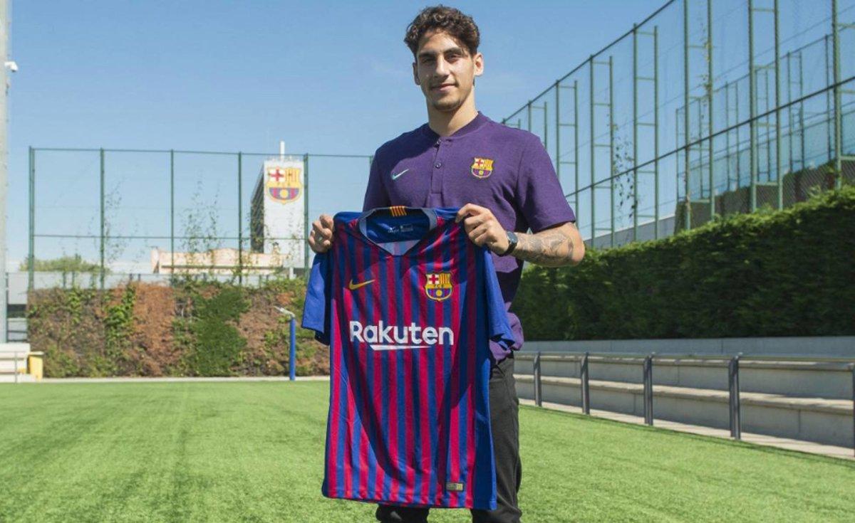 Ludovit Reis, posando con la camiseta del Barça.