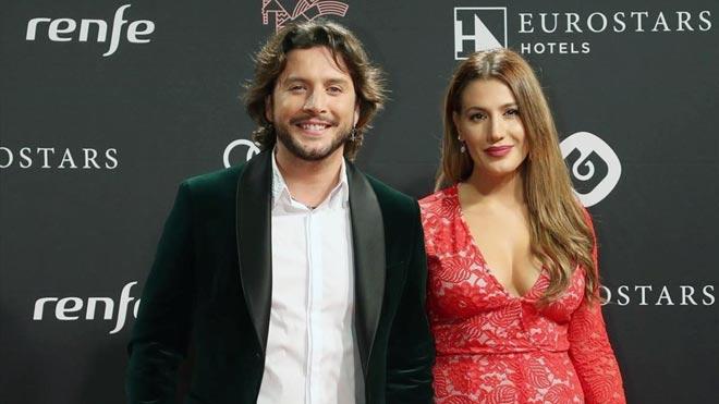Manuel Carrasco y Almudena Navalón publican su primera foto de familia siendo cuatro.