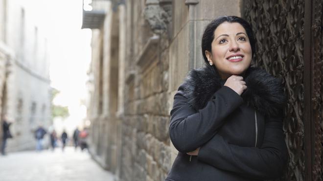Desdémona canta en las calles del Gòtic