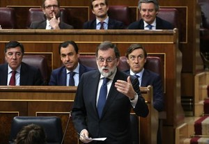 Mariano Rajoy responde en la sesión de control del Congreso, ayer.