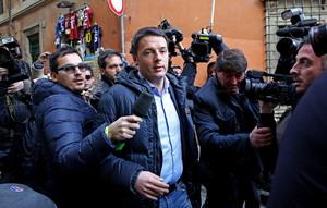 Matteo Renzi, a su llegada a la sede del Partido Demócrata, este jueves en Roma.