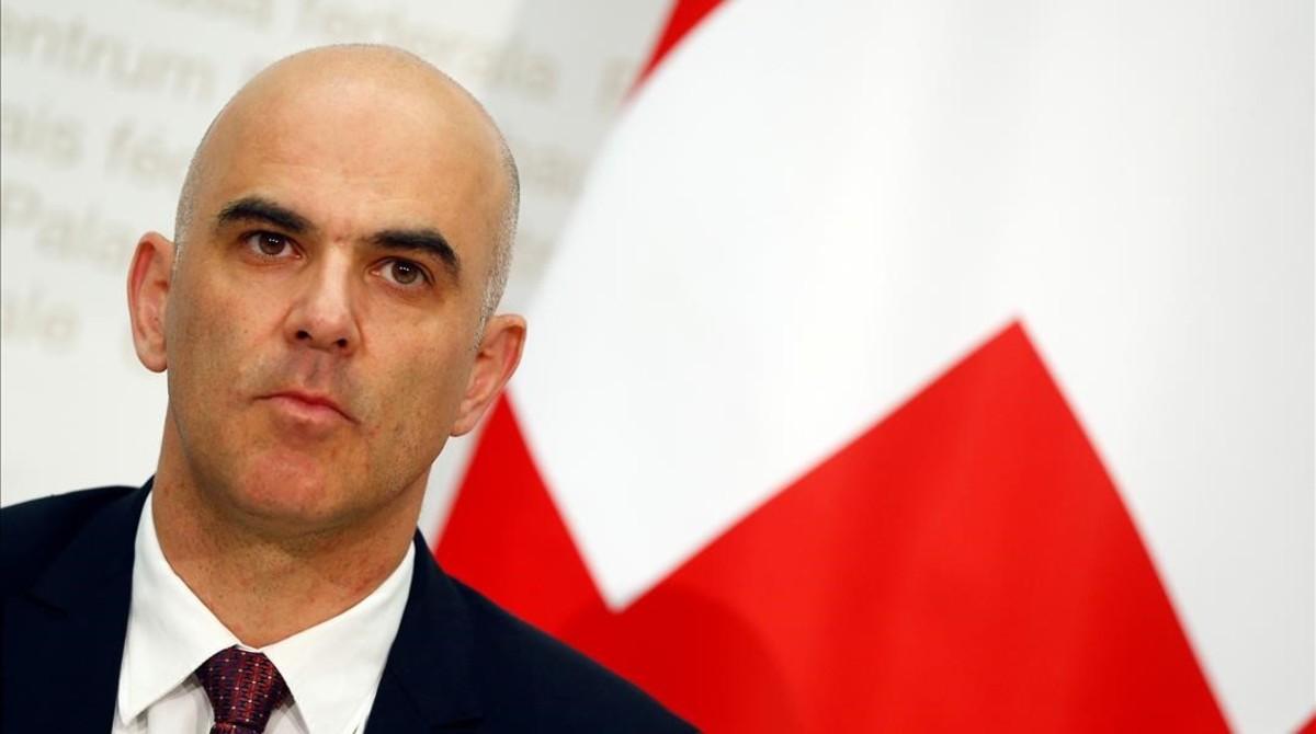 El ministro del Interior suizo, Alain Berset, en la rueda de prensa tras conocerse los resultados del referéndum.