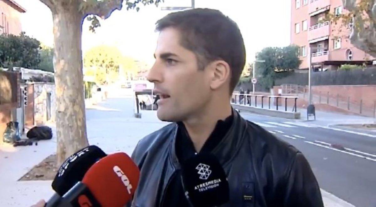 Robert Moreno, ante los micrófonos televisivos.