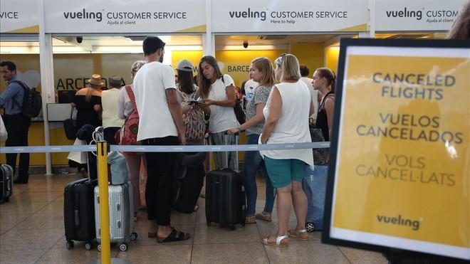 Mostradores de facturación de Vueling, en el aeropuerto de El Prat, el pasado día 17.