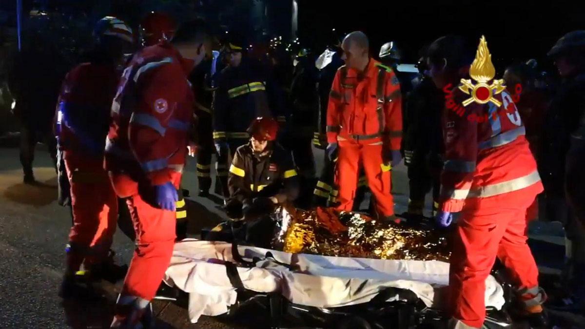 Mueren seis personas por una avalancha en una discoteca de Corinaldo, en Italia.