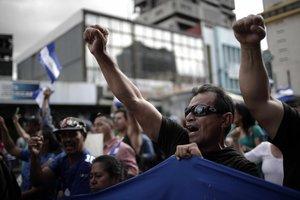 Miles de nicaragüenses se concentraron en el parque La Democracia en el centro de San José para levantar la voz y apoyar a sus compatriotas que están luchando por la libertad.
