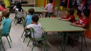 Niños de un colegio de Madrid, el pasado viernes, día en que iniciaron el curso escolar.