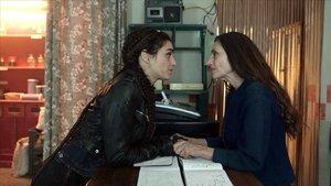 Olivia y Ángela Molina, en la serie 'La valla'.