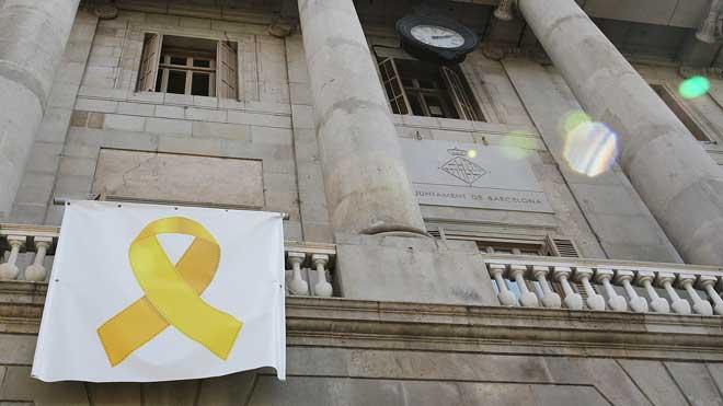 El plazo de retirada de lazos amarillos y esteladas en edificios públicos vence hoy a las 15.00 horas.