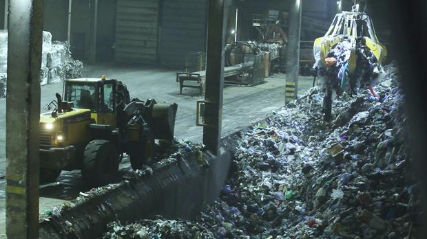 ¿Por qué es importante reciclar correctamente la materia orgánica en el contenedor marrón? Este vídeo lo cuenta.