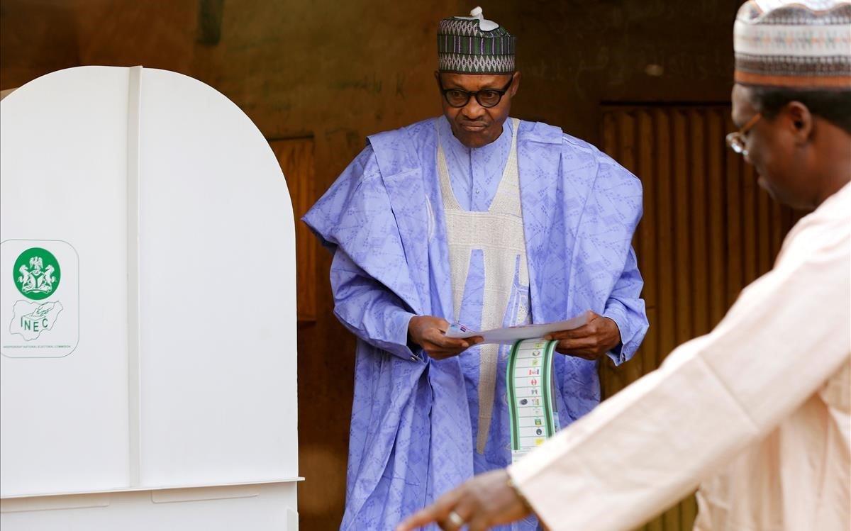 El presidente Buhari vota en Daura.