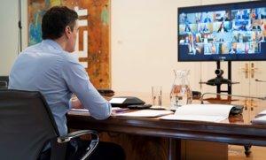 El presidente del Gobierno, Pedro Sánchez, durante una por videoconferencia con los presidentes de las comunidades autónomas, el 12 de abril.