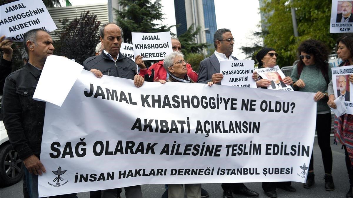 Protesta ante el consulado de Arabia Saudí en Estambul por la desaparición de Jashoggi.