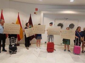 Protesta de los afectados por el desahucio de Argumosaen el Ayuntamiento de Madrid.