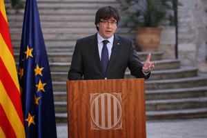 Puigdemont no se da por cesado y llama a la oposición democrática al artículo 155.