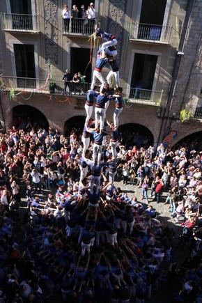El quatre de nou amb folre de los Capgrossos de Mataró, en la Diada de Sant Narcís en Girona, este domingo.