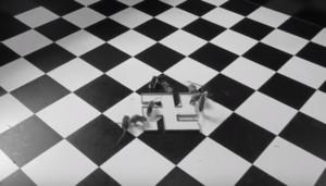 Imagen del vídeo de 'El bebedero', obra de Santiago Sierra