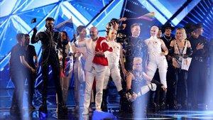 Los diez finalistas, en el escenario de la primera semifinal de Eurovisión 2019.