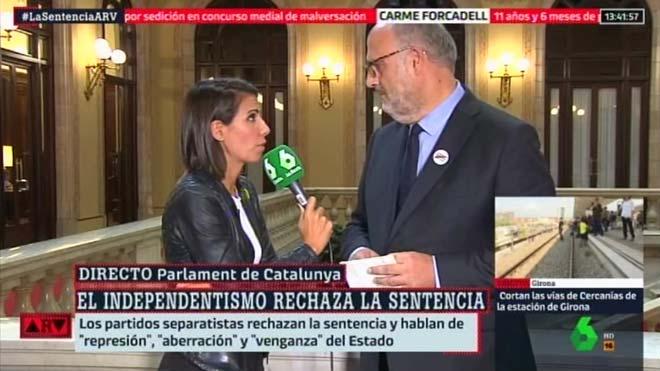Eduard Pujol, con Ana Pastor (La Sexta).
