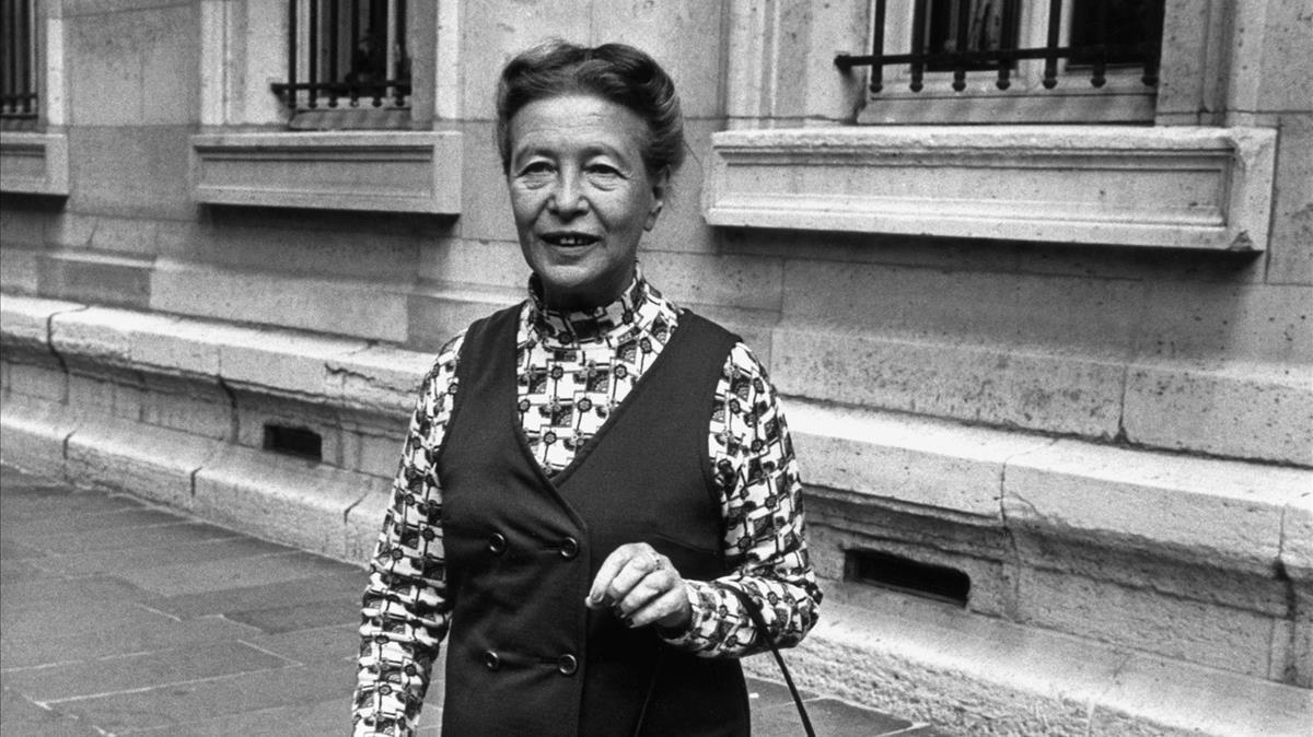 Simone de Beauvoir, en las calles de París, en 1971.