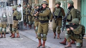 Soldados israelís el pasado sábado en Hebrón.