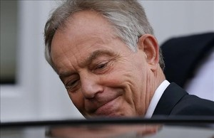 Tony Blair sale de su casa en Londres.
