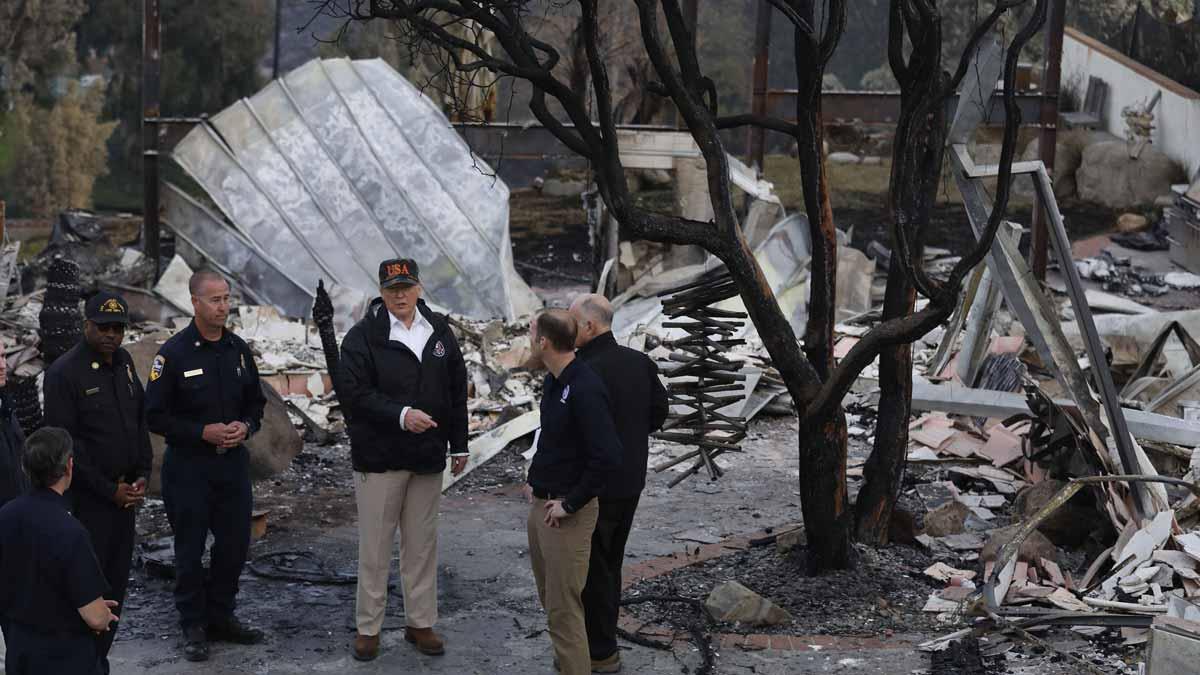 Trump visita la localidad californiana de Paradise tras ser arrasada por las llamas.