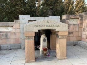 Tumba de Pablo Iglesias, fundador del PSOE, en el cementerio de La Almudena de Madrid