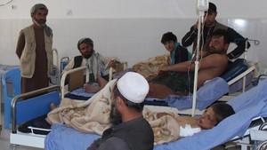 Heridos en el bombardeo, atendidos en un hospital de Kunduz.