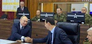 Vladímir Putin da la mano a Bashar el Asad durante su visita a Damasco.