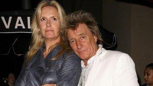 Rod Stewart y su mujer, Penny Lancaster, en Beverly Hills (2013)