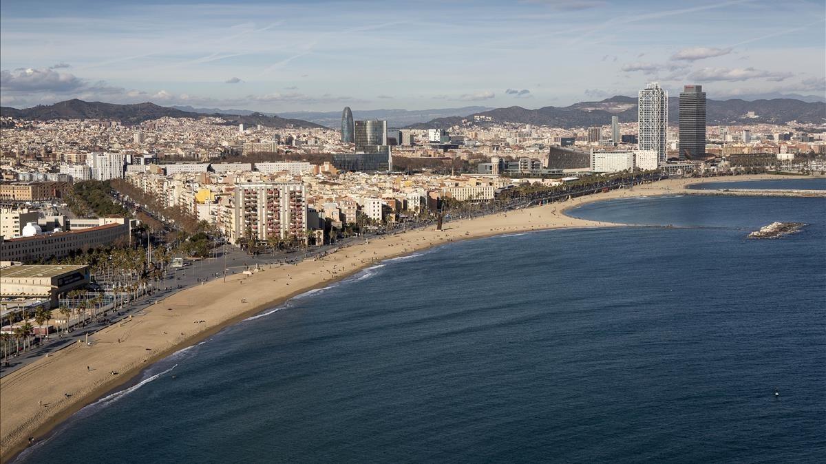 Barcelona vista desde su litoral marítimo.