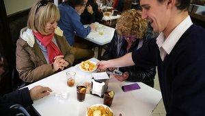 30 restaurants de barri aspiren als premis gastronòmics de Barcelona