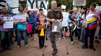 Pacientes venezolanos se manifiestan para no morir por la falta de medicamentos